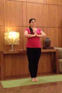 yoga suelo pelvico tadasana